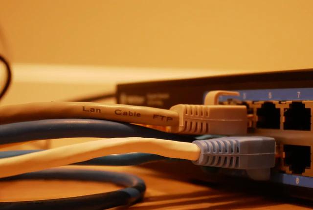 jak wybrac odpowiedni router do domu