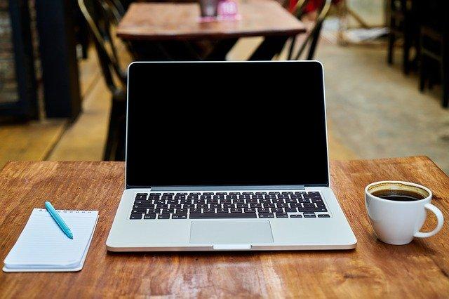 Jak w laptopie wyczyścić klawiaturę?